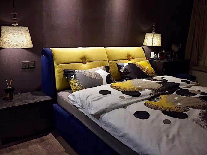 卧室现代风格装修效果图